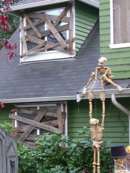 Boarded up windows *Kid Friendly - Halloween Pinterest DIY