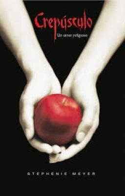 """""""Crepusculo"""" SINOPSIS  Crepúsculo (Twilight) es una novela romántica de vampiros dirigida al público adolescen…"""""""