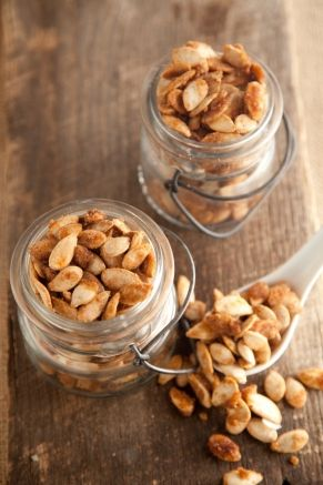 Sweet and Spicy Pumpkin Seeds...substituted cayenne pepper for the chili powder
