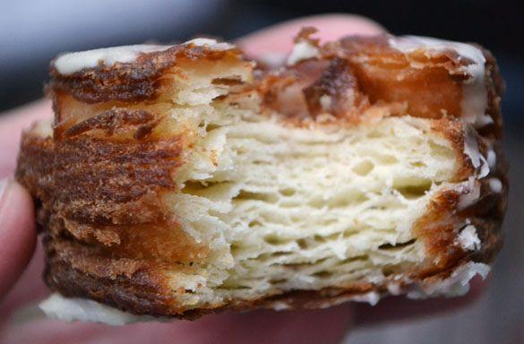 Nous vous en avions parlé récemment dans les gâteaux tendances du moment, voici sa recette ! Découvrez comment réaliser vous-même votre propre cronut.
