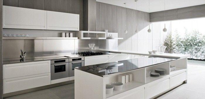 riesige Küche mit U Form, Wandverkleidung aus Holz in grauer Farbe - wie kann ich meine küche streichen