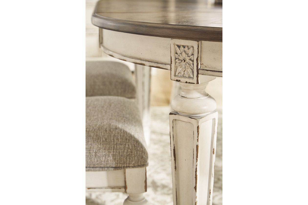 Realyn Dining Room Extension Table Stol