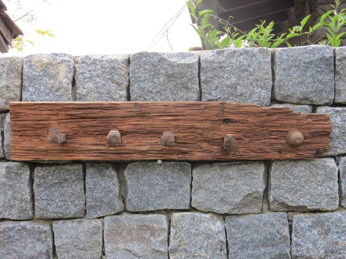 Perchero realizado con pinotea y clavos antiguos ferrocarril - Percheros de pared clasicos ...