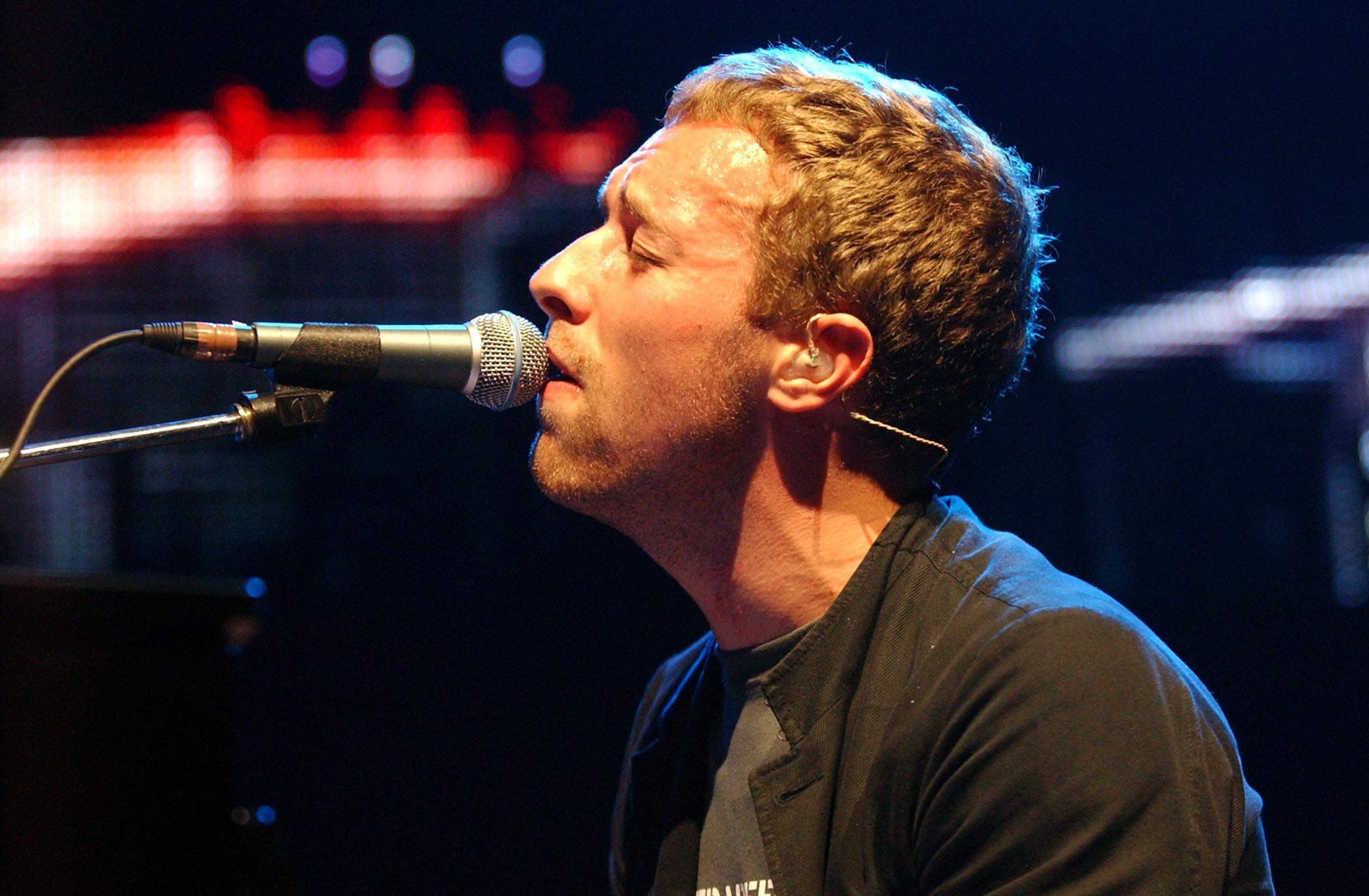 Christmas Lights Coldplay 20 Cool Christmas Songs For Grown Ups Purple Clover Christmas Tunes Christmas Song Coldplay