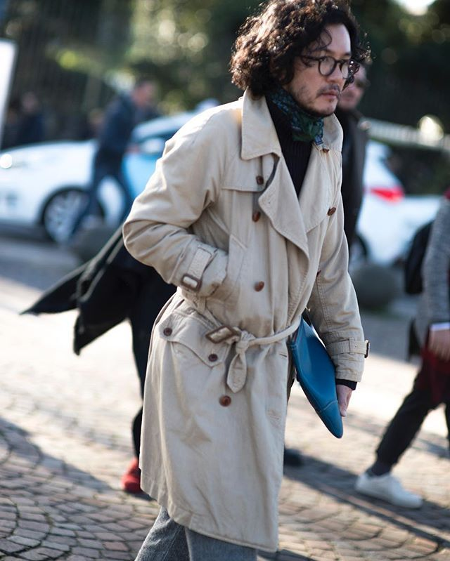 Pitti.... nonchalance  #men #mensstyle #menswear #style #mensfashion #pitti #trench #mensstreetstyle #streetstyle #fashion