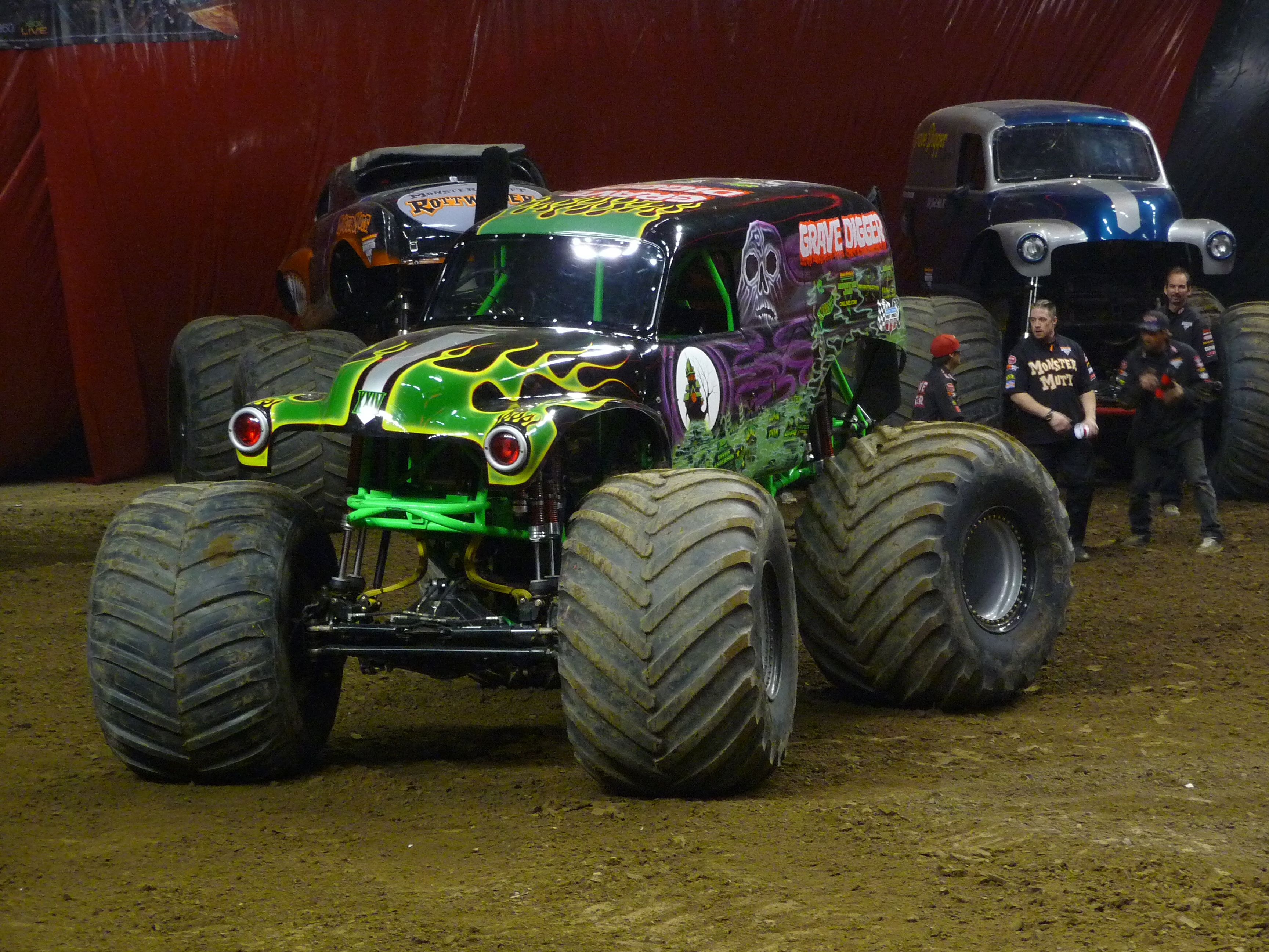 Seeing Grave Digger At The Monster Truck Show Monster Trucks Monster Truck Show Trucks
