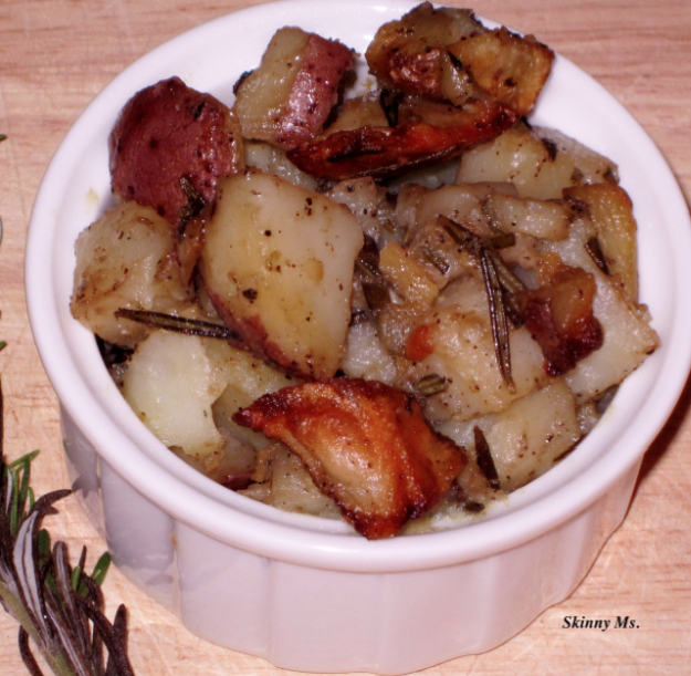 Skinny Ms. Sides:  Homestyle Potatoes with Garlic & Rosemary made in the slow cooker!!