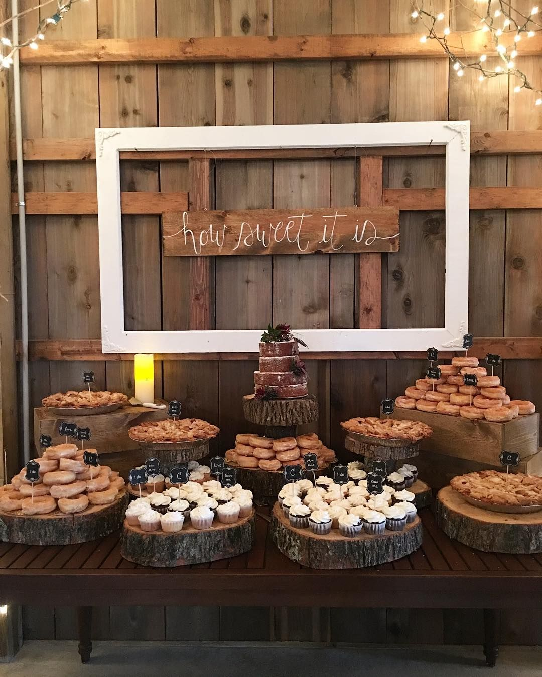 Wedding Cake Tables Decorating Ideas: Cupcakes, Donuts And Pies At The Dessert Table