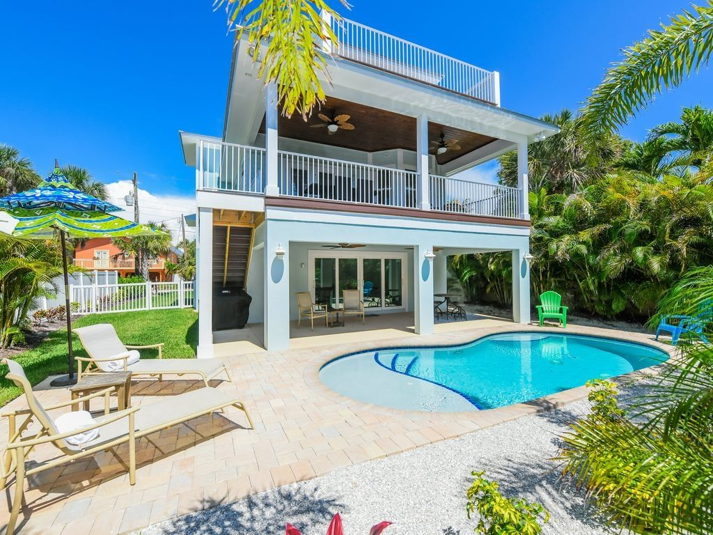 ISLAND HOME! 3 Bedroom Block to Beach w Pool