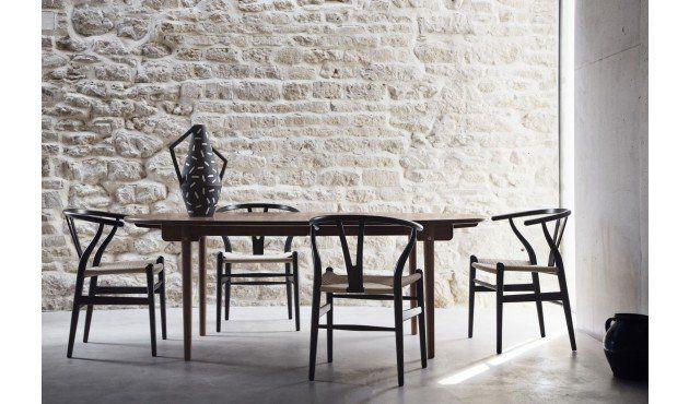 Der Stilvolle Klassiker, Kreiert Vom Dem Designer Hans Wegner, Ist  Inzwischen Unter Drei Bezeichnungen Bekannt: CH24, Y Chair Und Wishbone  Chair.