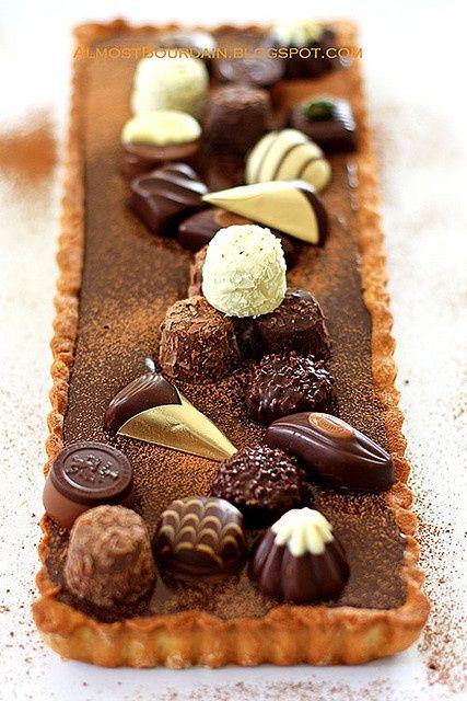 TARTA DE CHOCOLATE CON BOMBONES (Chocolate tart topped with chocolates) #BombonesBelgas #DecoracionDeTartas