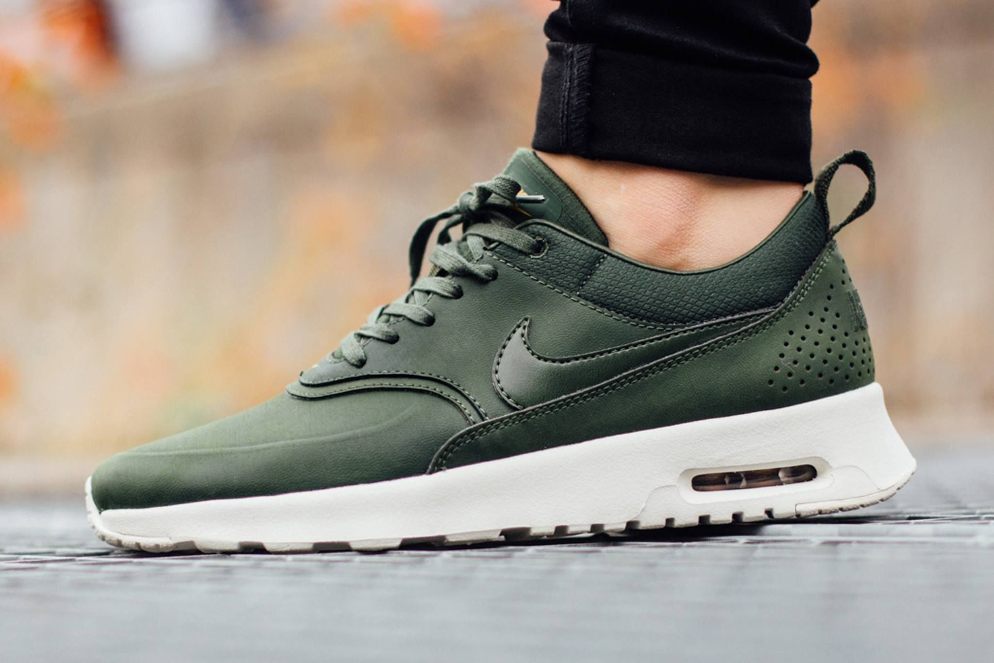 on sale cc4bd 17b9f Nike-Air-Max-Thea carbon green