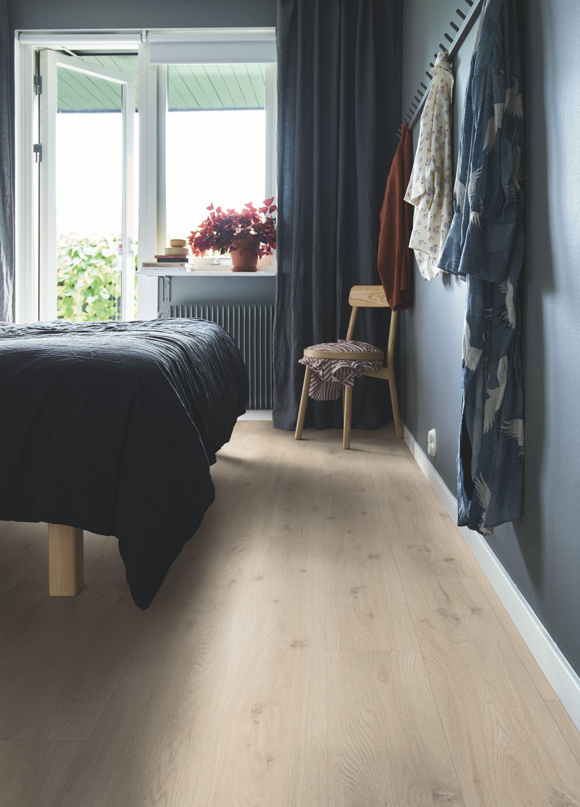 Photo of Pergo Vinylgulv – Classic Plank Premium Click 'Modern Grey Oak' (V2107-40017). i…