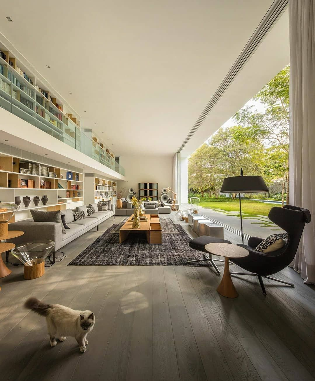 The Gama Issa V2 0 Home Sao Paulo Brazil 1080 X 1350 Check Out Desigedecors Com To Get More Inspiration Interior In 2020 Open Living Room Indoor Outdoor Living Home