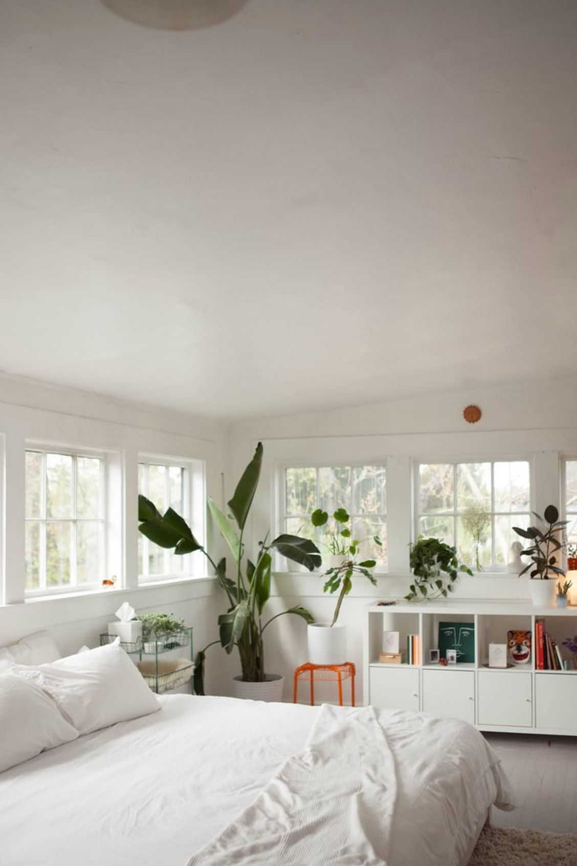 20 White Bedroom Ideas that Bring Comfort to Your Sleeping Nest ...