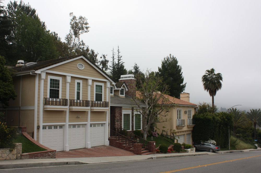 We Provide Quality Rainguttercleaning In Los Glendale And Even Provide 24 Hour Emergency Help Where How To Install Gutters Cleaning Gutters Seamless Gutters