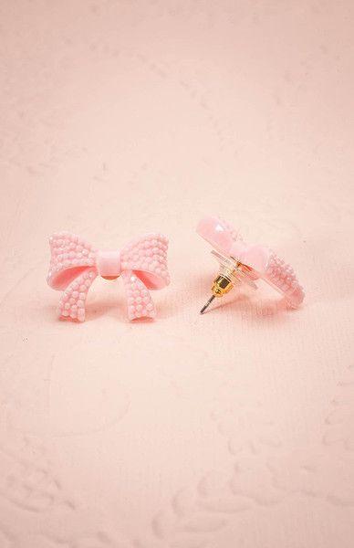 Ces boucles d'oreilles serties de cristaux attireront toute l'attention. These crystal-set earrings will put you under the spotlight everyday.