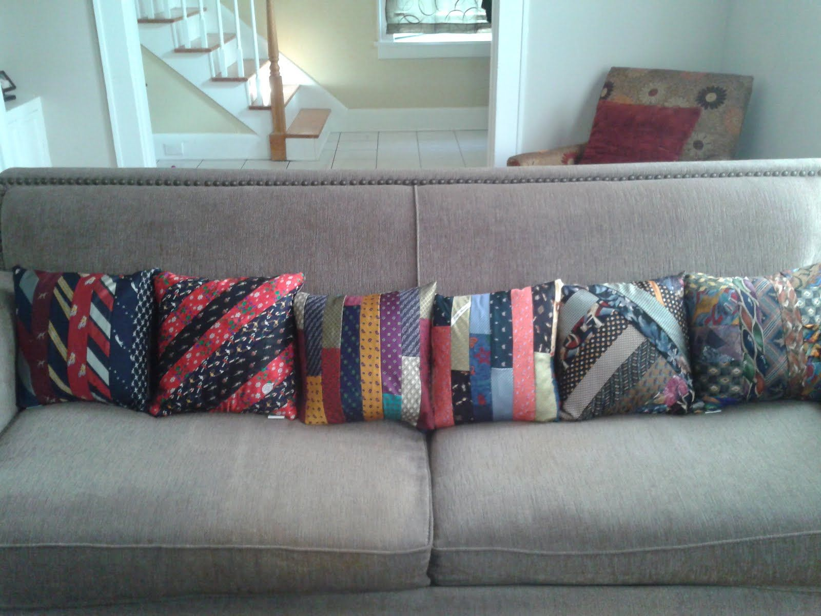 upcycling krawatten neue ideen n hen krawatte und alte krawatten. Black Bedroom Furniture Sets. Home Design Ideas