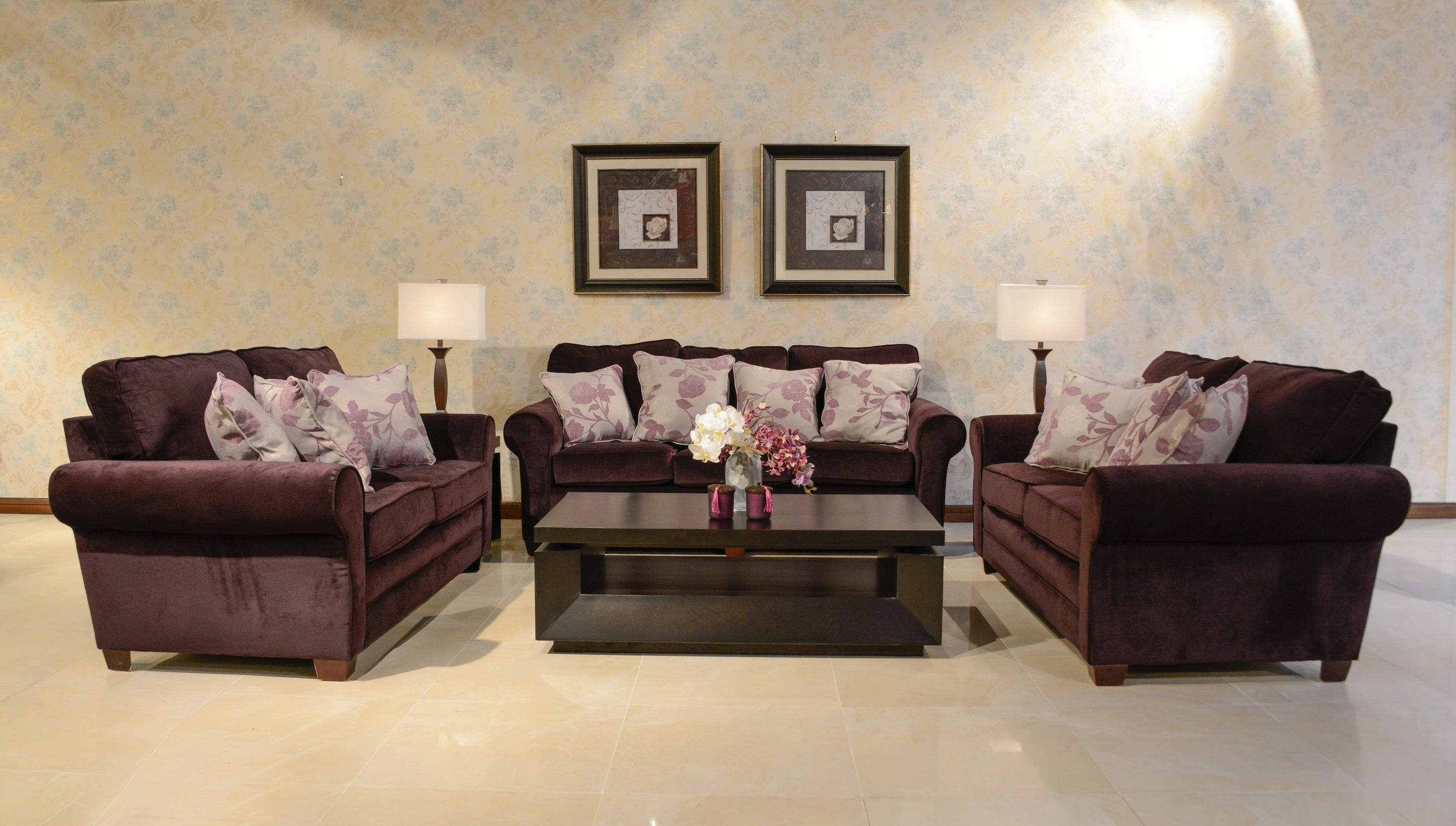هذا الكنب من ميداس مصنوع من قماش الشمواه المطور ليكون سهل التنظيف بعكس الشيء المعروف عن الشمواة Midas Midasfurniture Sofas Bro Furniture Home Decor Home