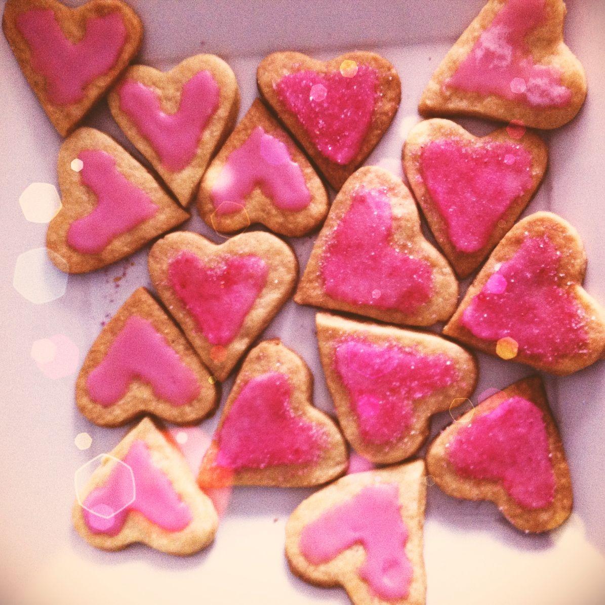 Valentinesday cookies #zandkoekjes #valentinesday #valentijnsdag #cookies #koekjes #love #heart #sweetheart #love #liefde #diy #cooking #baking #valentijnsdagkoekjes #valentinesdaycookies