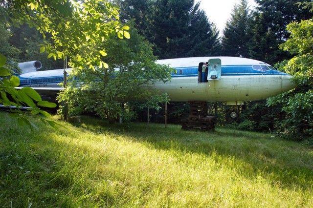 Conoce Al Hombre Que Vive En Un Avion En Medio De Los Arboles Casas Edificios Arquitectonico