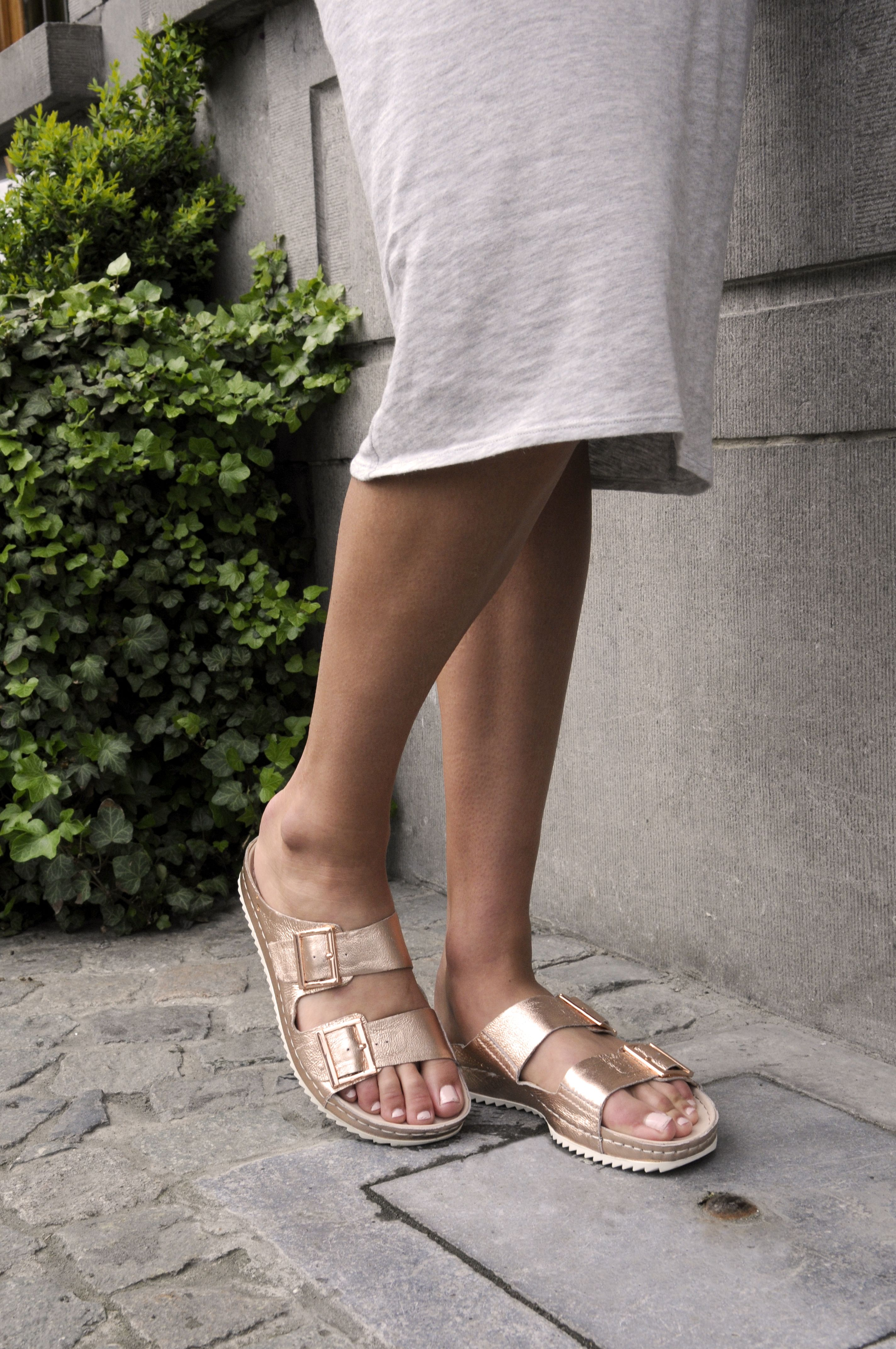 08b89deb4 Glanzend koperroze slippers