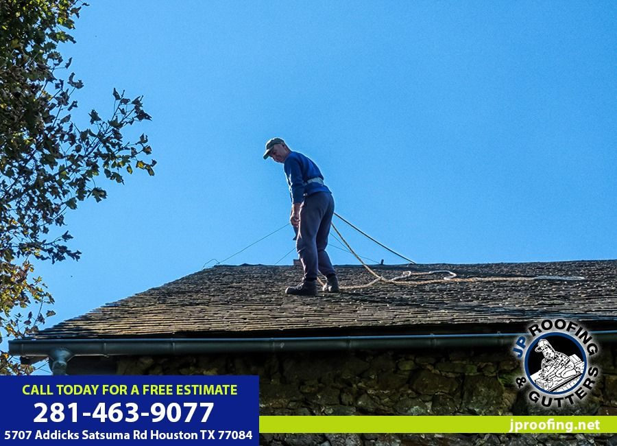 The Importance Of Flat Home Roofmaintenance Jp Roofing Gutters Call Us At 281 463 9077 To Schedule A Free Roof Inspection Or Visit Our Website Con Imagenes