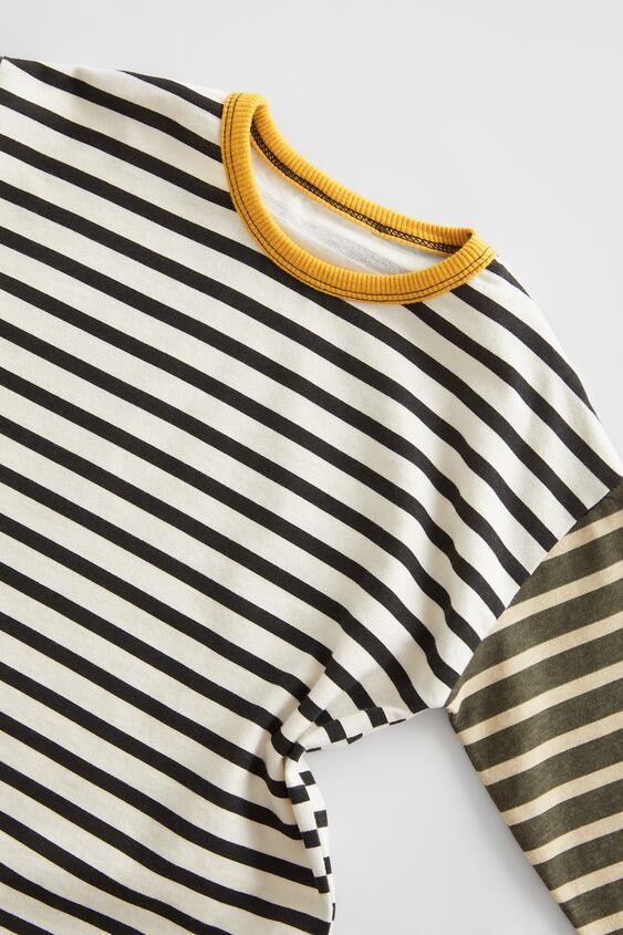 Round Neck Long Sleeve Top. Striped Print.