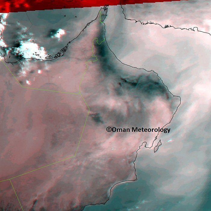 شبكة أجواء ارصاد سلطنة عمان طقس مشمس ومغبر على معظم محافظات السلطنة مع تواجد سحب منخفضة على أجزاء من ساحل ظفار Instagram Instagram Posts Photo