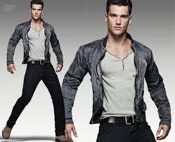 Imagen de http://www.hoymoda.com/wp-content/uploads/2012/05/arthur-sales-armani-jeans1.jpg.