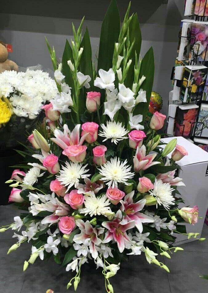 A Beautiful Arrangement For Ceremony Funeral Flower Arrangements Large Flower Arrangements Flower Arrangements Simple