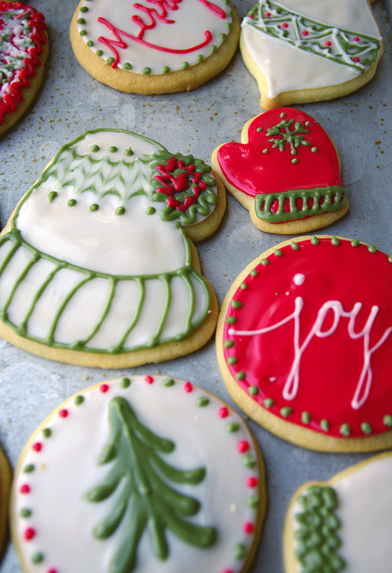 Decorated Christmas Cookie Cutouts - the perfect homemade gift! rootandbloomforever.com #sugarcookiecutouts #decoratedsugarcookies #hardcookieicing