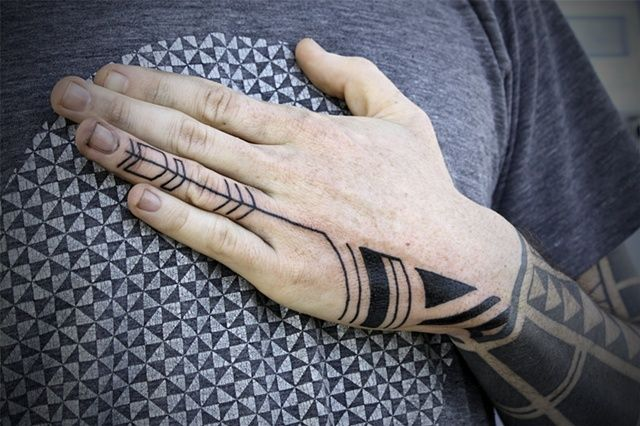 I M Gonna Eventually Get A Sleeve That Extends Onto The Back Of My Hand Eventually Like When I Have Mo Tribal Hand Tattoos Hand Tattoos For Guys Ink Tattoo