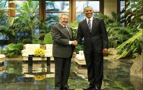 El presidente Raúl Castro recibió la mañana del lunes a su colega estadounidense Barack Obama en un salón del Palacio de la Revolución