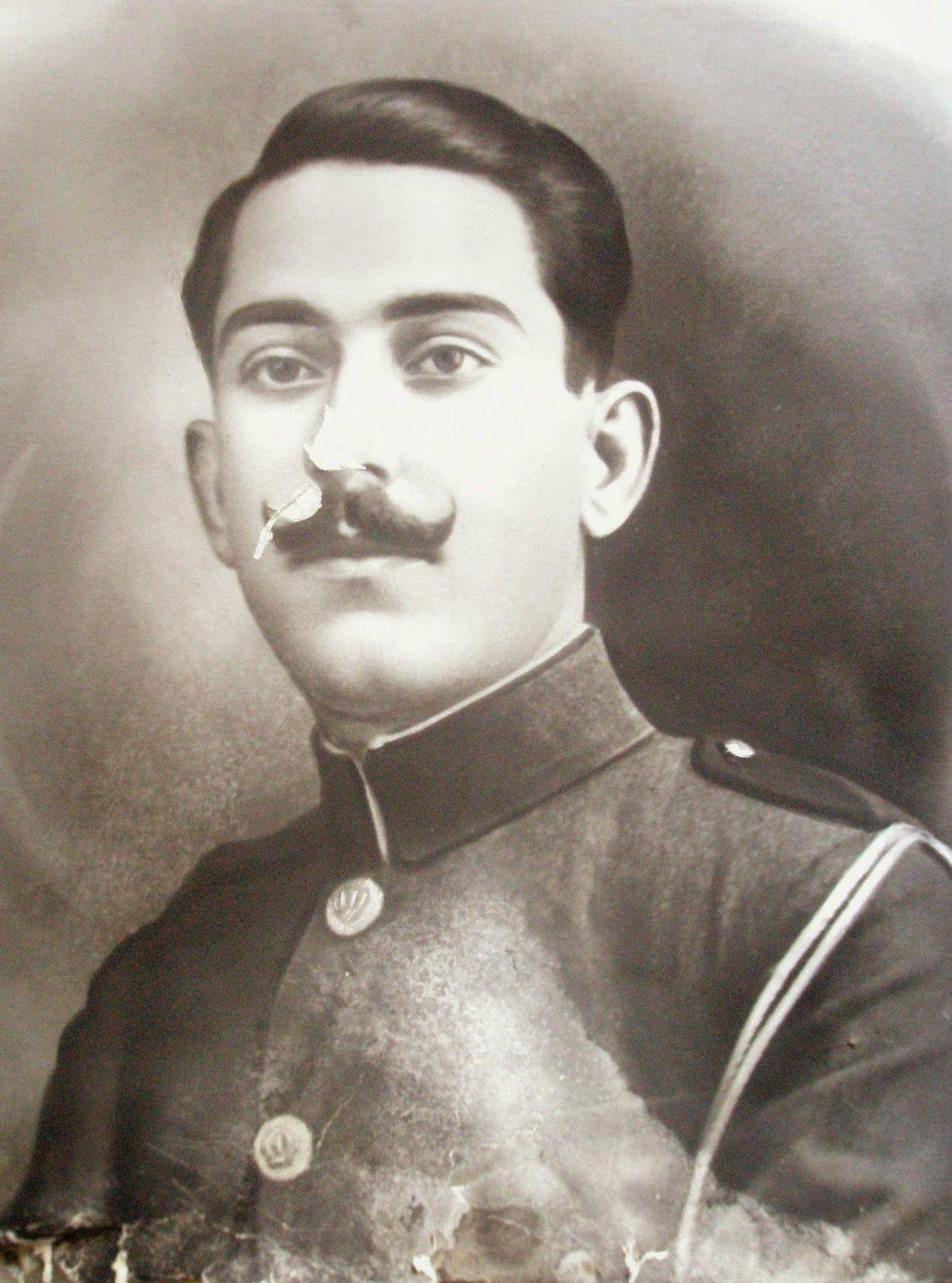 MOXOΣ....ΓΙΑΚΟΥΜΑΚΗΣ Βασίλης…αδερφός του Γιακουμάκη Μανώλη..[ που εκτελέστηκε απο τους Γερμανούς..]….Χωροφύλακας και αργότερα Πρόεδρος της Κοινότητας Μοχού