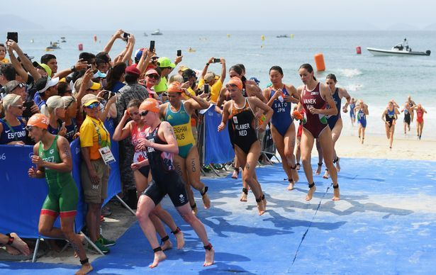 2016-08-20 Women's Triathaon transition from swimming to cyclying in Rio Olympics
