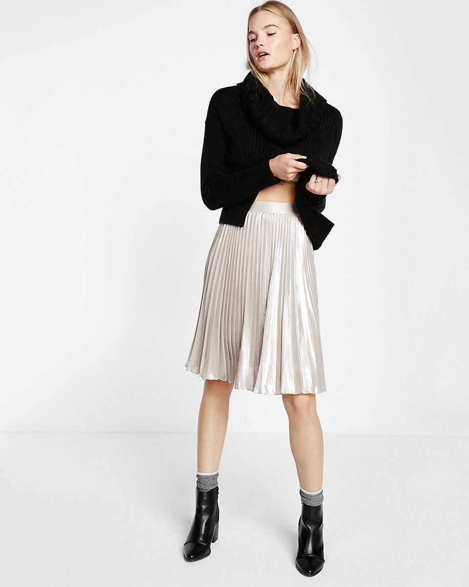 d1e00e6f19 Obsessed with this metallic pleated midi skirt. | Style