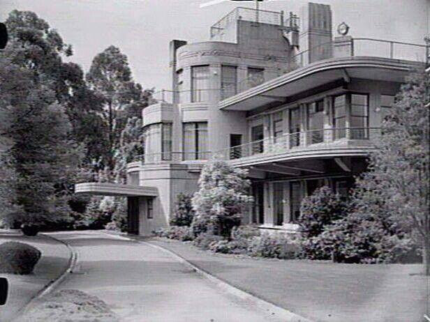 Nice example of streamline art deco architecture arka for Streamline moderne house plans