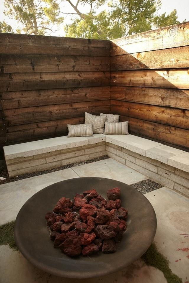 sitzecke garten gestalten hoher zaun betonbank | einrichtungen, Garten und bauen