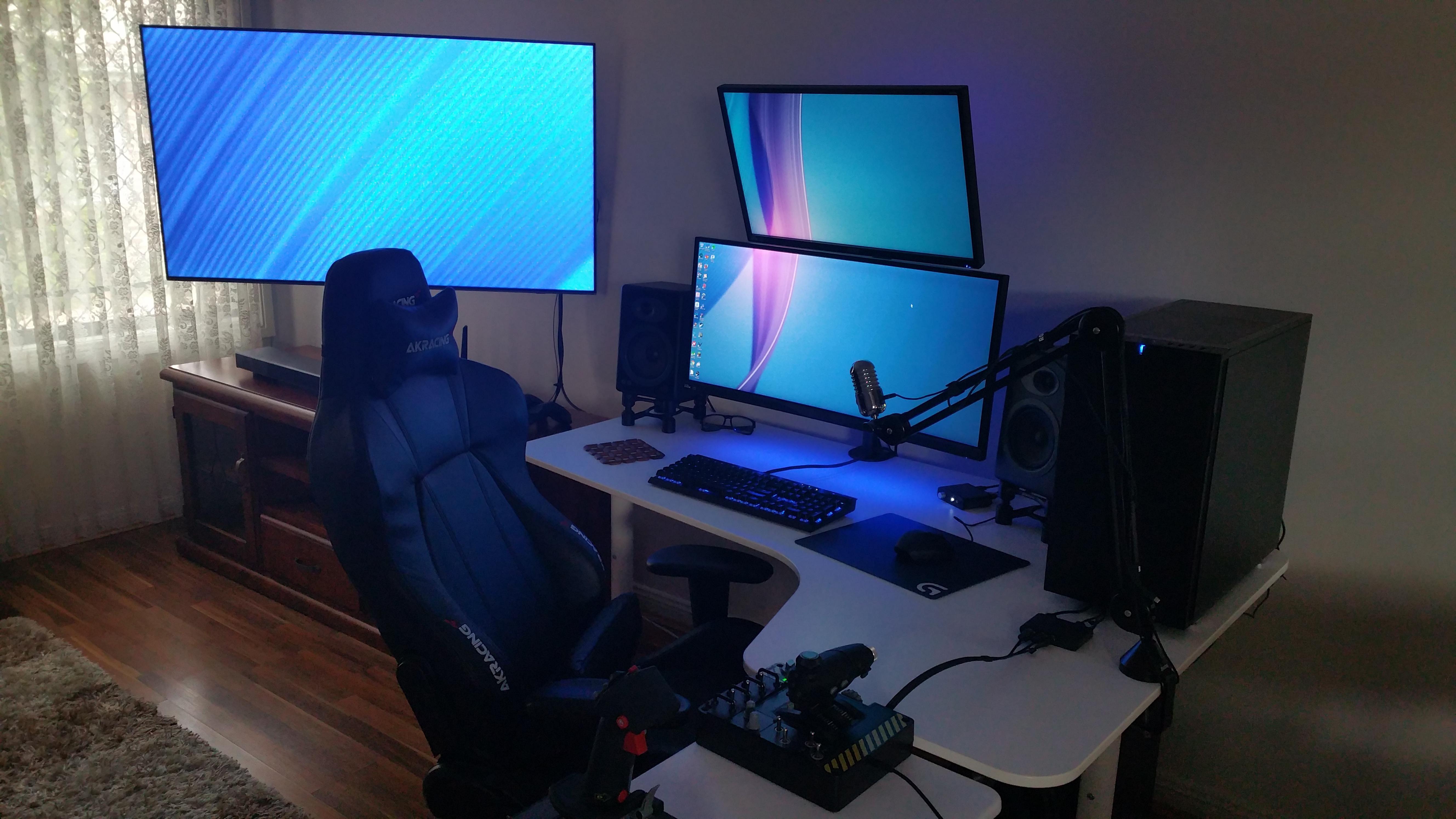 Tv Is Now Third Display To My Updated Living Room Battlestation Battlestation Computer Desk Setup Computer Setup