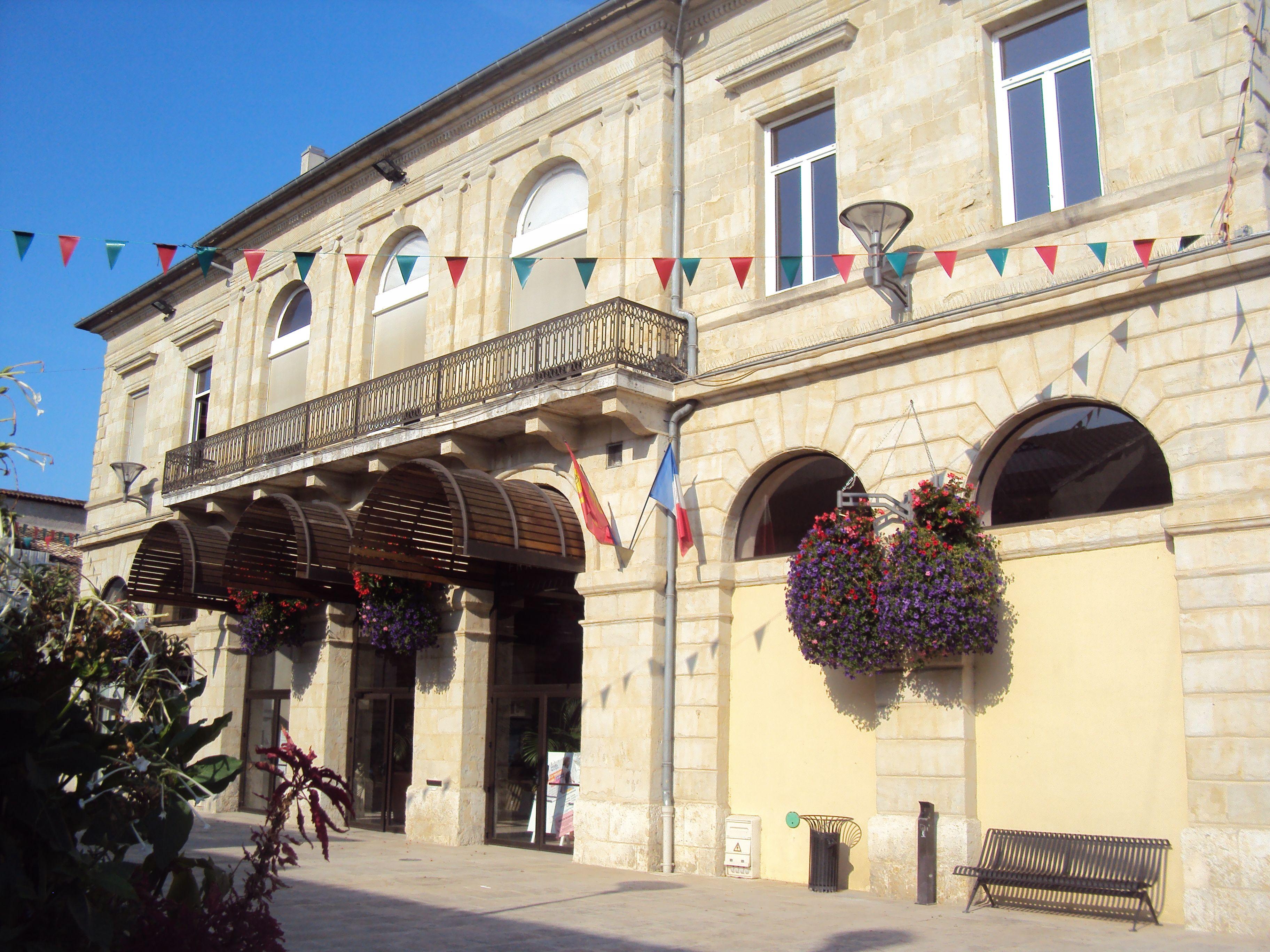 Hotel de Ville in Miramont-de-Guyenne