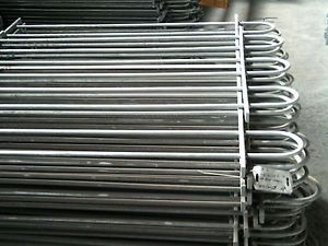 Mild steel Bowtop Fencing panels with 12 millimetre diameter solid vertical infill bars, Galvanized finish. Panel size 1.2 metre high x 704 millimetres long. Collection only, for delivery costs or weight of item please contact us.