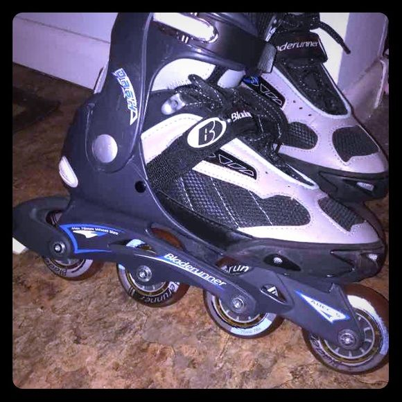 Bladerunner Rollerblades. Mens Sz 8. Women's Sz 10 Dash Inline Skates Dynamic Fit / Max Fit Rollerblades (Mens Sz 8)  In nice condition. Minimal wear and tear overall. 8/10!   From smoke and pet free home. Bladerunner Shoes Athletic Shoes