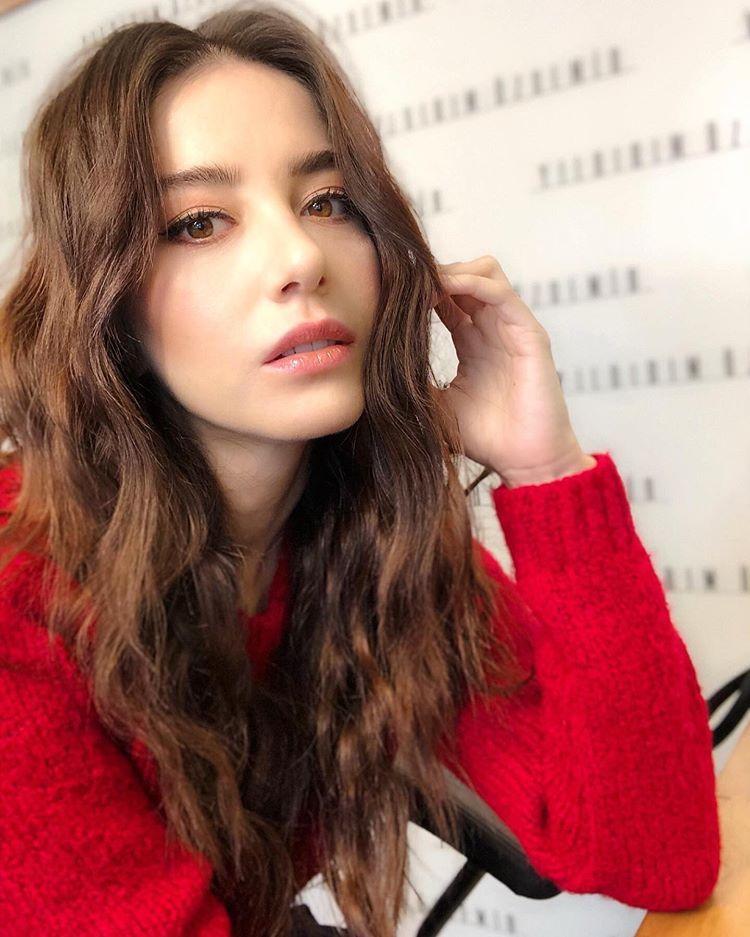 Ozge Gurel Fan On Instagram Mukemmel Ozgecangurelofficial Kirazmevsimi Ozgegurel Ozgegurel Ogfc Oyaz Turkish Women Beautiful Turkish Beauty Beauty