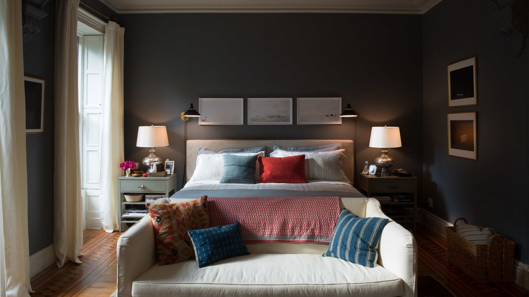 """Bedroom Sets Ri tour the stylish sets of """"the intern"""" 