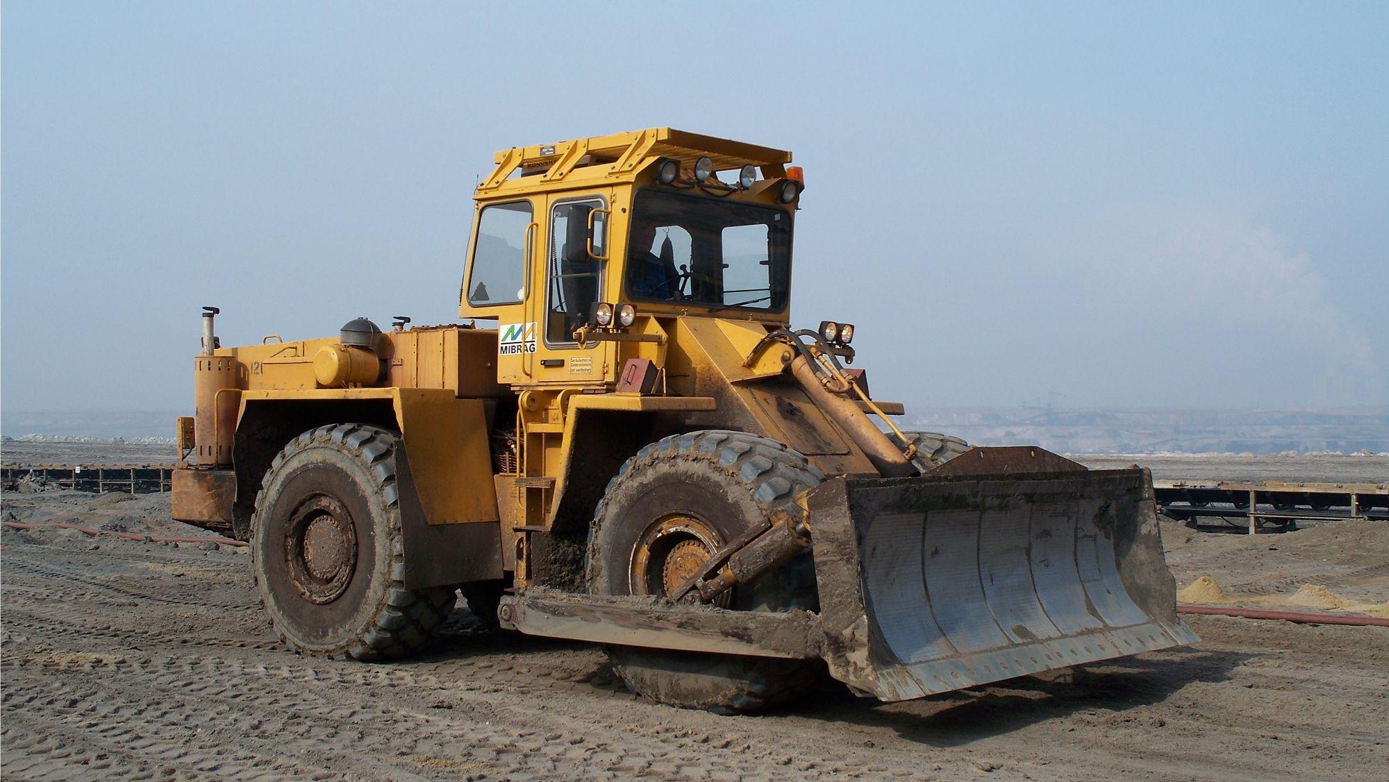 Zettelmeyer_ZD_3001. ---- A wheeled bulldozer in an open pit coal mine
