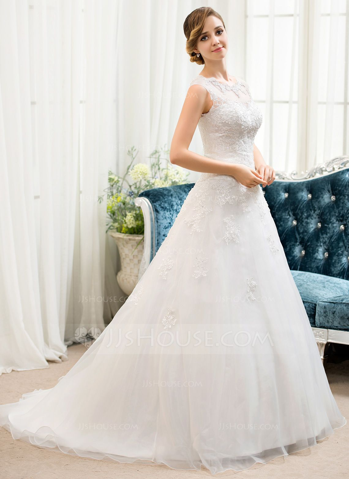 Ballgown scoop neck sweep train organza tulle wedding dress with