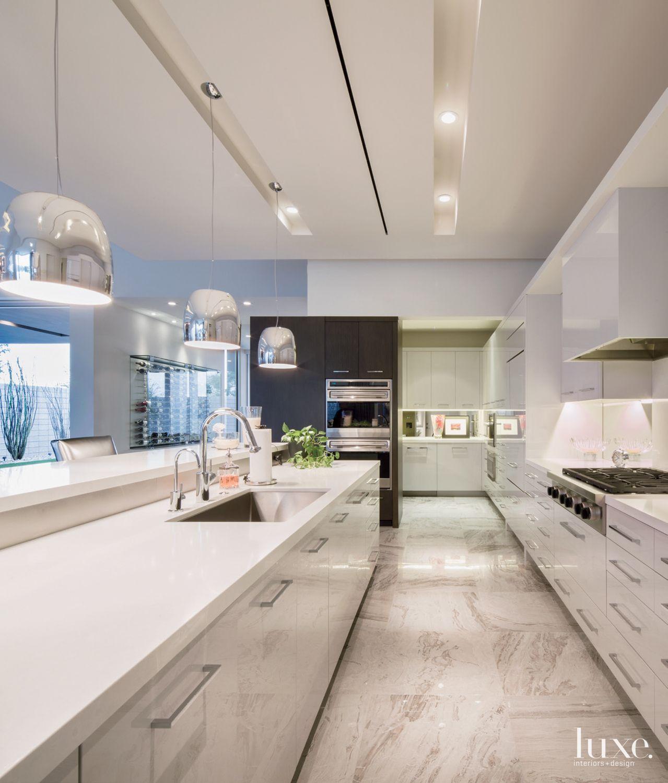 A Sleek White Palette Defines Each Of These Luxury Home Kitchens White Modern Kitchen Kitchen Design Mid Century Modern Kitchen