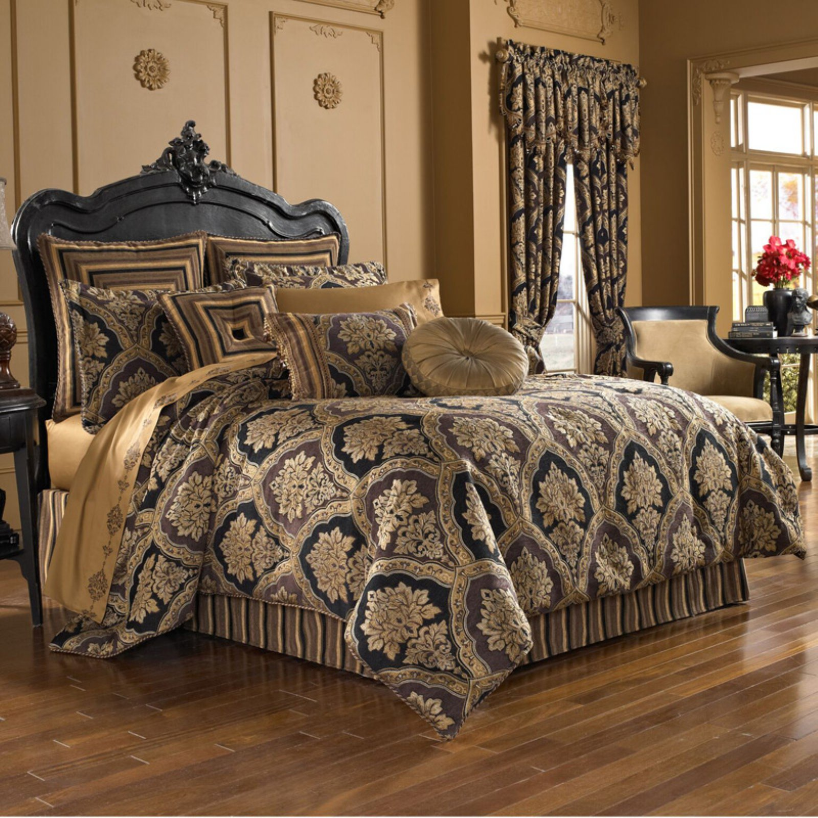 Reilly 4 Piece Woven Chenille Damask Comforter Set by Five