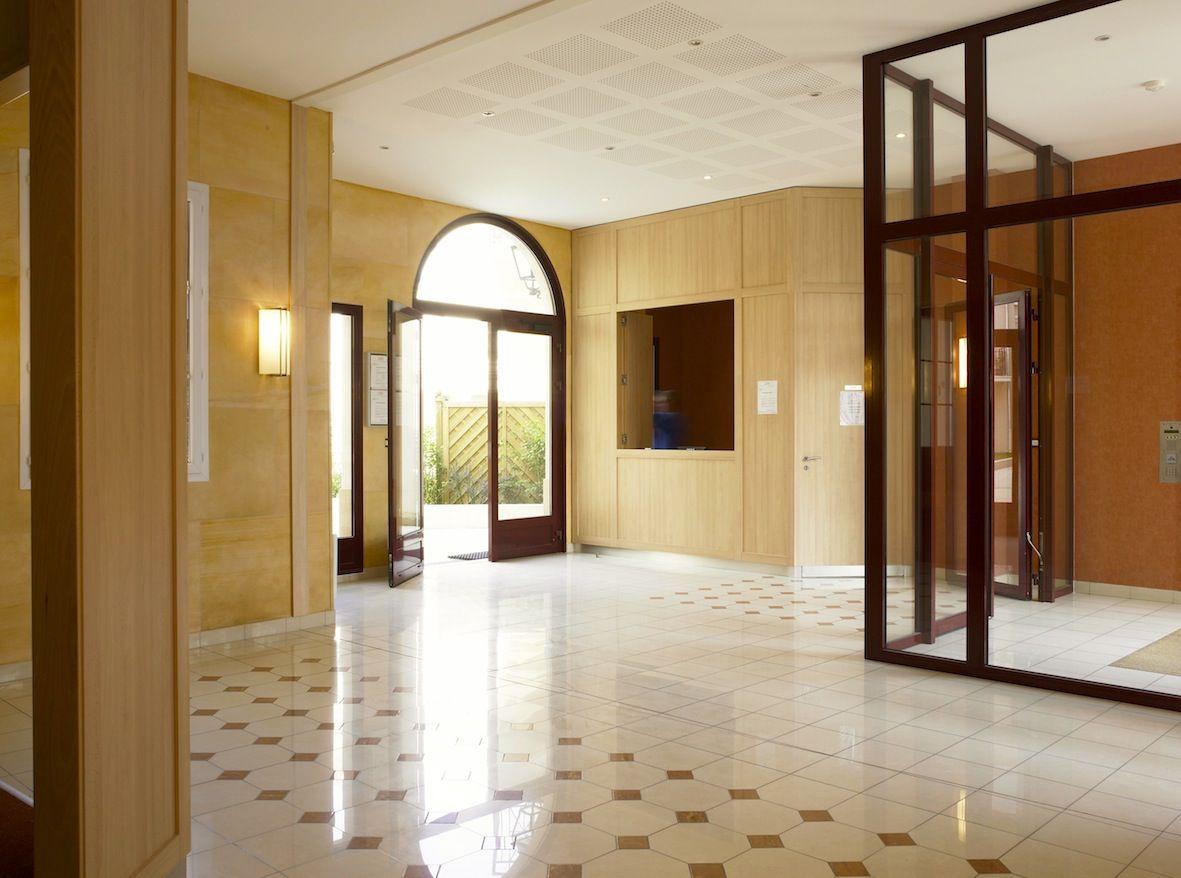 Hall Immeuble 77 C Delecroix Jpg Immeuble Hall Cage Escalier